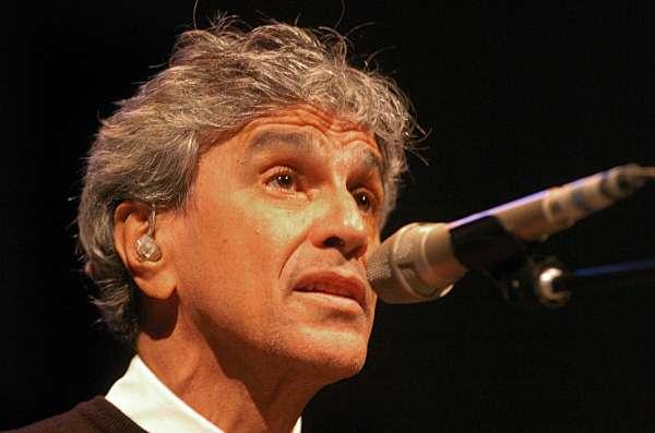 Caetano veloso act a hoy en santiago en el que ser su for Concierto hoy en santiago