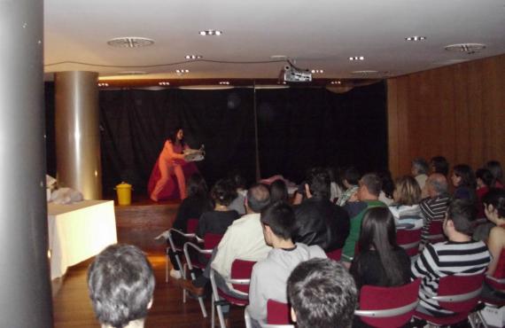 Una representación teatral llevada a cabo en una de las salas del centro