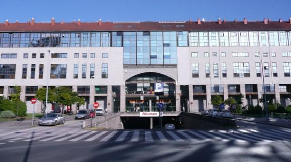 Vista frontal del centro comercial Área Central
