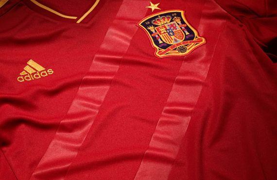 Una de las camisetas de La Roja que sortearán en A Ras de Ras