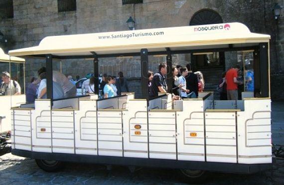 Tren en miniatura para turistas en Compostela