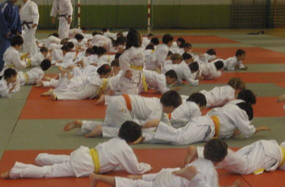 Niños haciendo Judo