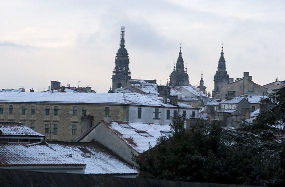 Nieve sobre los tejados de Santiago