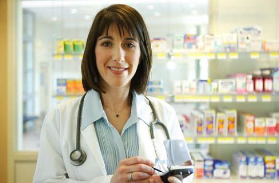 Mujer vestida de farmacéutica