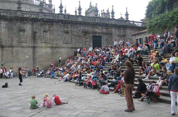Malabarista en la Plaza de la Quintana en Santiago de Compostela