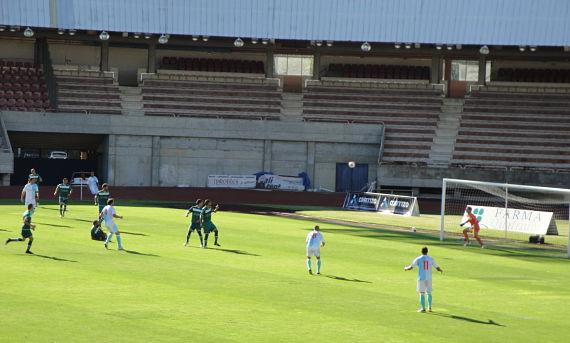 Manuel Castiñeiras anotando un gol con el Compostela